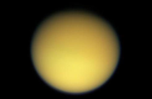 На Титане нашли перистые облака