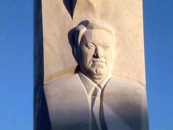 Открыт памятник Ельцину