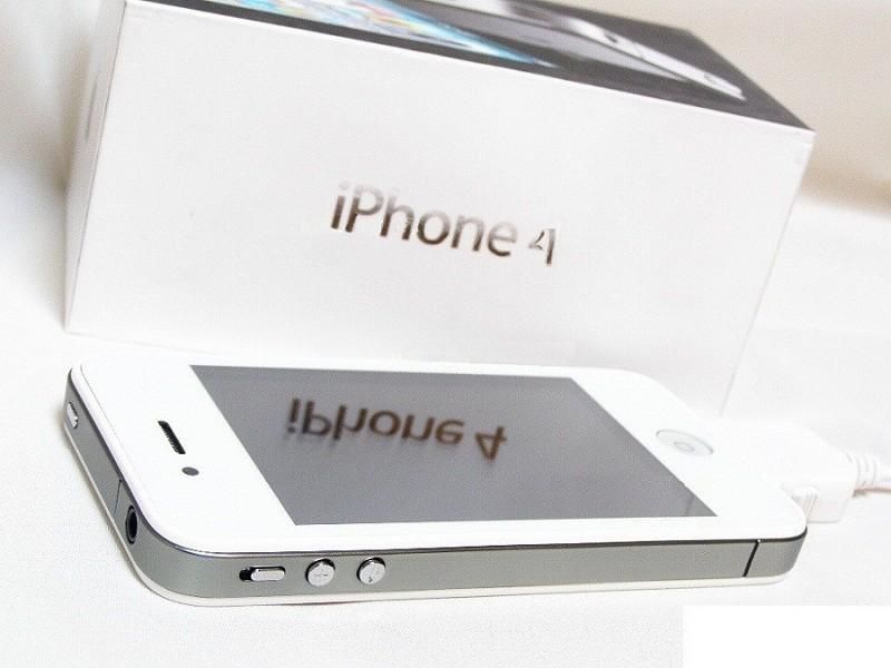 Будь первым, купив белый iPhone 4