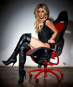 Офисное кресло от Ferrari
