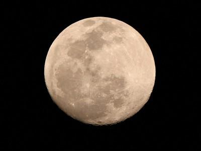 Луна — единственный естественный спутник Земли.