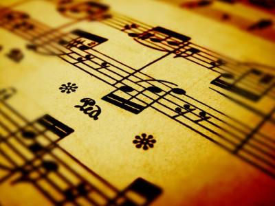 Программа генерирует музыкальные фрагменты, ориентируясь на музыкальный вкус пользователя