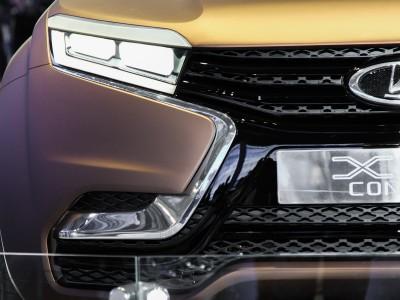 Решетка радиатора Lada XRAY в форме «икса»
