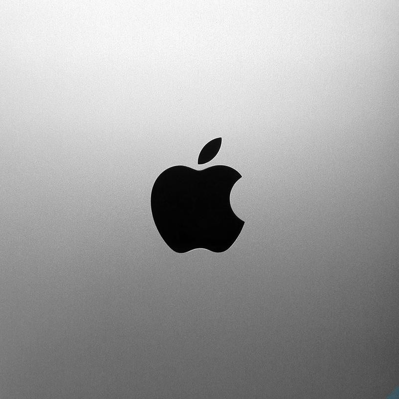 Apple остается лидером