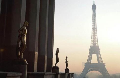 Протестантки выше пояса добрались до Парижа