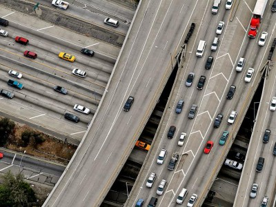 Обычное шоссе в часы пик может давать достаточное количество вибрационной энергии
