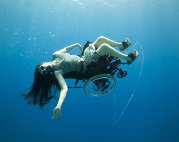 Создано инвалидное кресло для подводного плавания