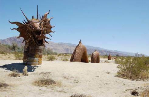 Скульптуры в пустыне