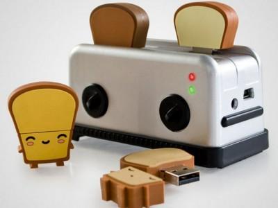 USB-концентратор в виде тостера и флешки-тосты