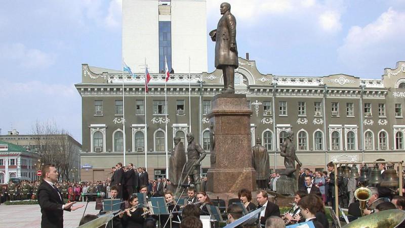 В Москве открыли памятник Столыпину