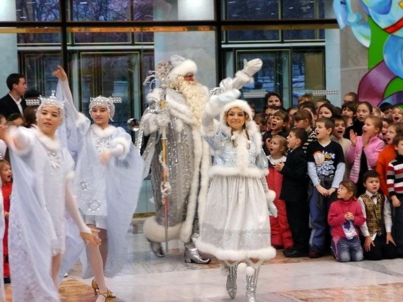 В Москве открылась главная елка страны