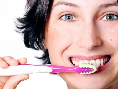 Учимся правильно чистить зубы