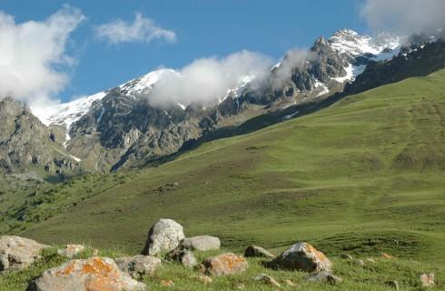 В краю высоких гор и бурных рек