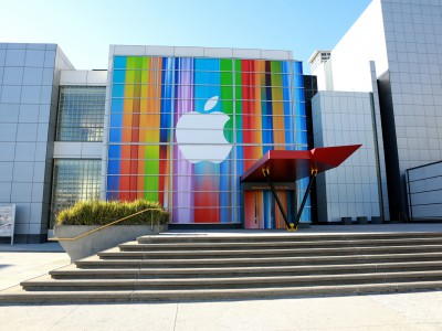 Apple атаковали хакеры