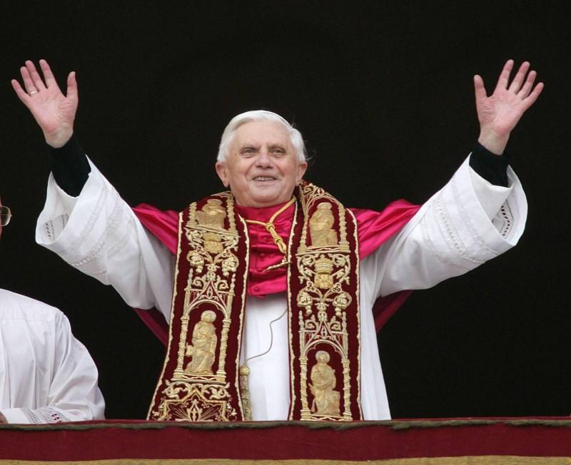 Бенедикт XVI выступил перед паломниками с прощальным словом