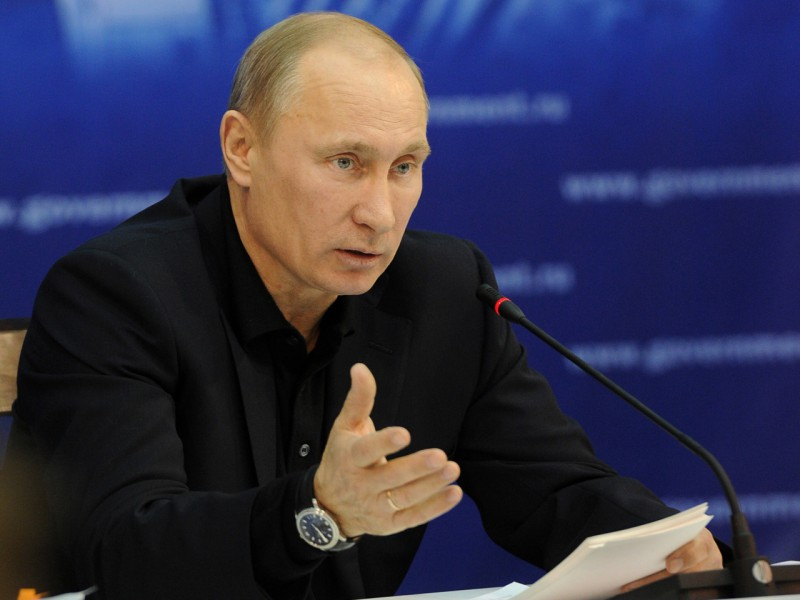 Президент России потребовал укомплектовать армию до 2014 года