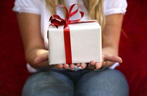 Что подарить любимому на 23 февраля?