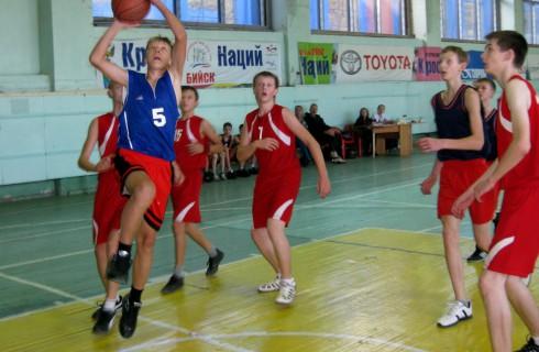 Юные баскетболисты из Бийска победили в краевой школьной лиге