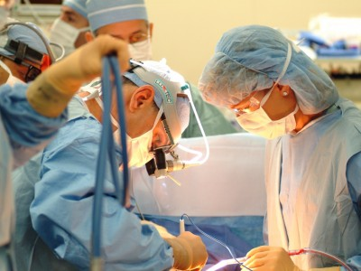 Кировские врачи пересадили палец