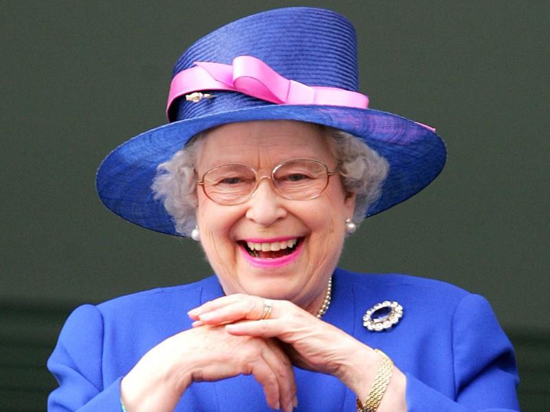 Елизавета II спустилась в метро