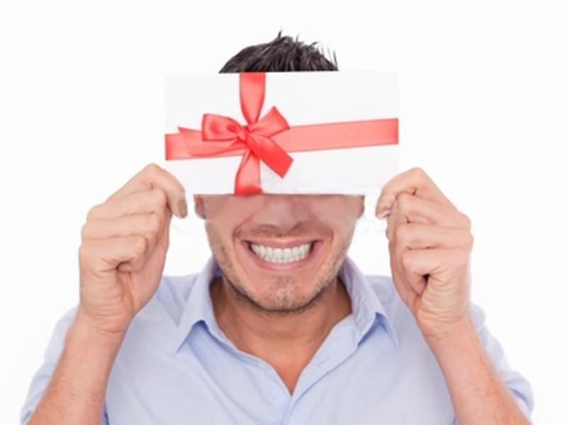 Социологи составили список самых приятных подарков на 8 Марта