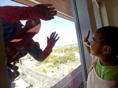 Супергерои моют окна
