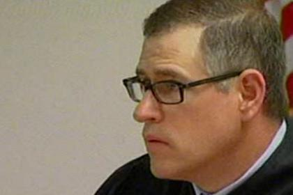 Американский судья сам себя оштрафовал за зазвонивший телефон