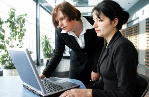 Женщины набирают вес из-за работы