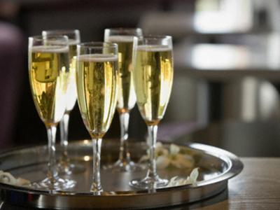Шампанское помогает улучшить память