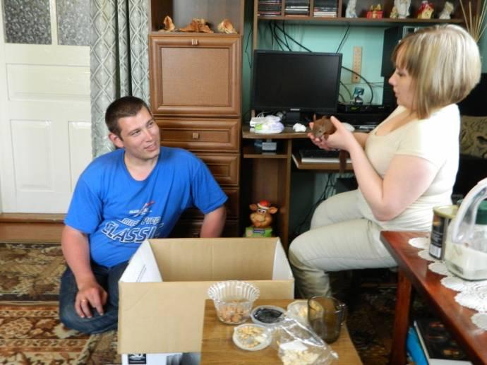 Украинская семья спасла двух бельчат