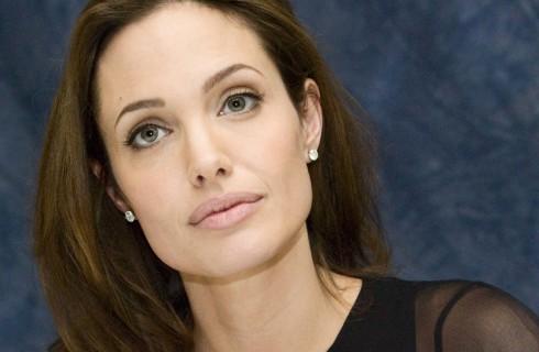 Анджелина Джоли привлекает внимание мира к Сирии