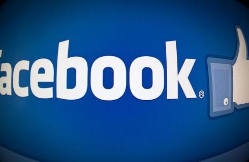 Facebook позволила пользователям вставлять изображения в комментарии