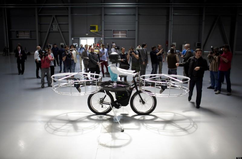 Летающий велосипед был показан в Чехии