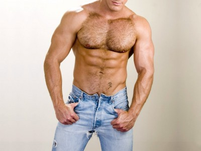 Почему современные мужчины не любят волосы на груди