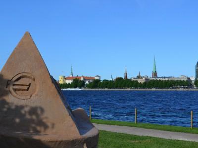 Латвия перейдет на евро в 2014 году