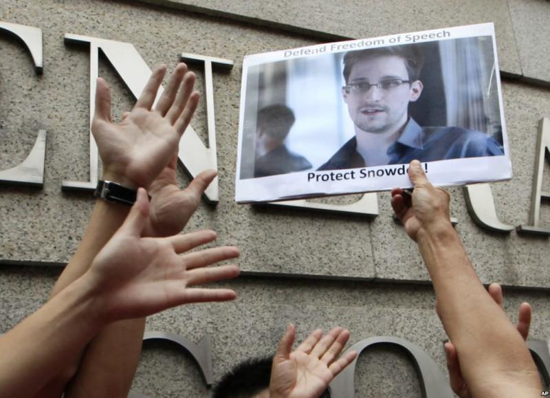 Лонни Сноуден предлагает США сделку