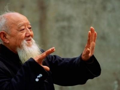 Китай защитит пожилых людей