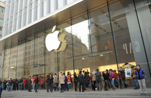Профессор Бостонского университета призывает запретить iPad и iPhone