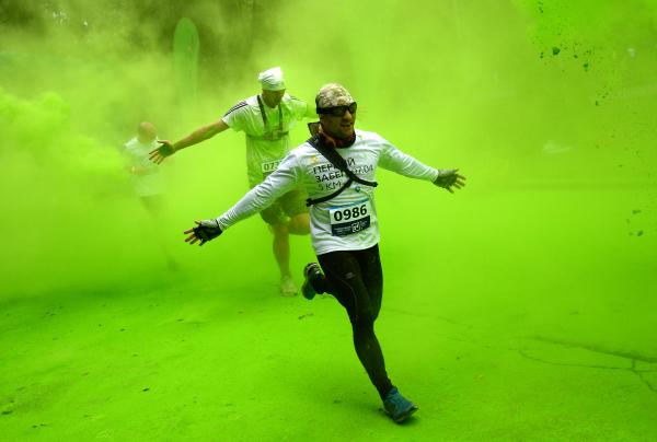 Благотворительный «Красочный забег» прошел в Москве