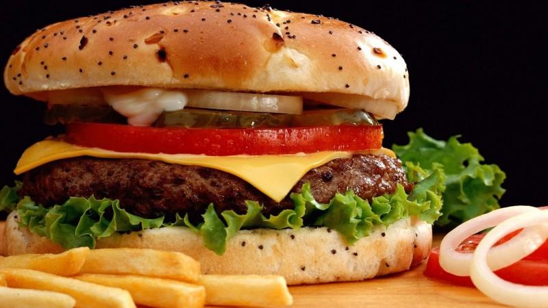 Гамбургер из стволовых клеток съедят в Лондоне