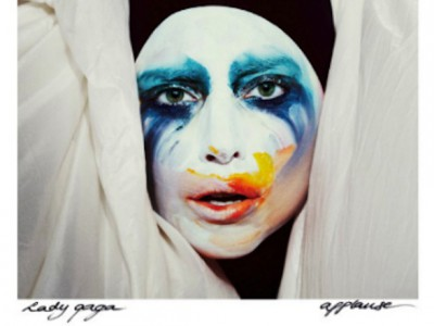 Леди Гага опережает пиратов