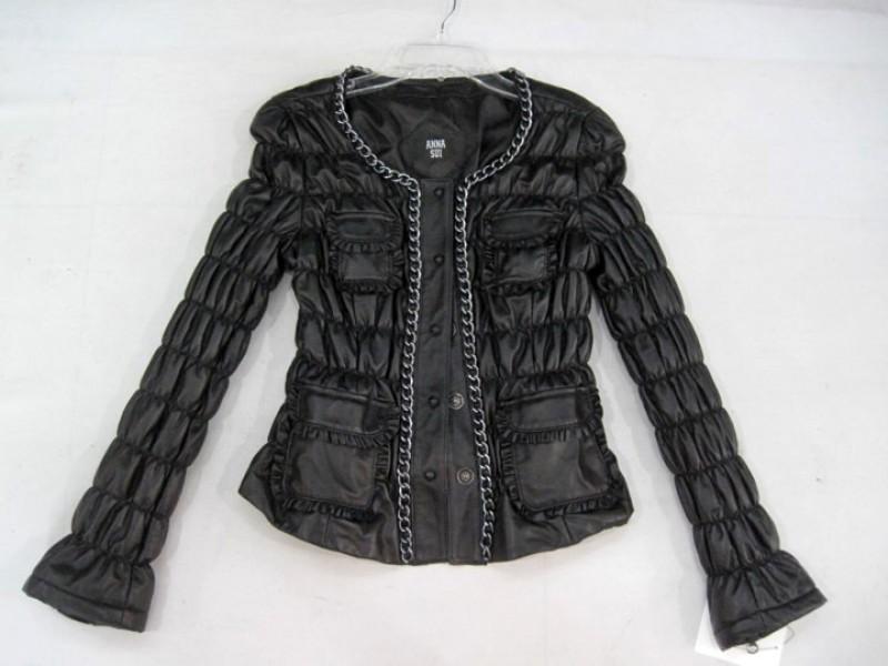 Купить кожаную куртку женскую довольно сложно