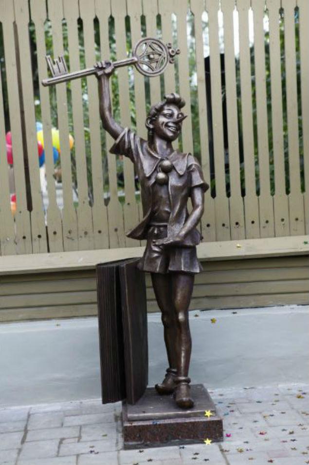 В Самаре появился памятник Буратино
