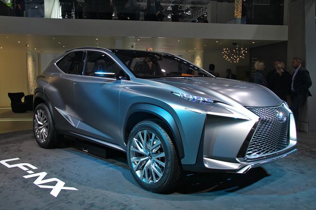 Неожиданный кроссовер Lexus