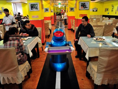 В Китае роботы работают официантами