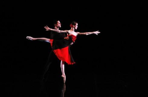 Почему у балерин не кружится голова во время вращения