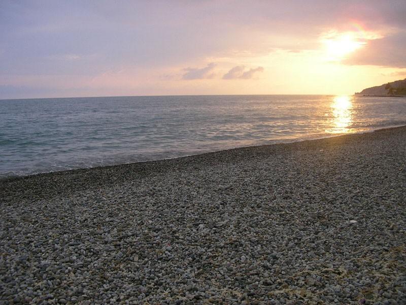 В Сочи к пляжу приплыла старинная икона