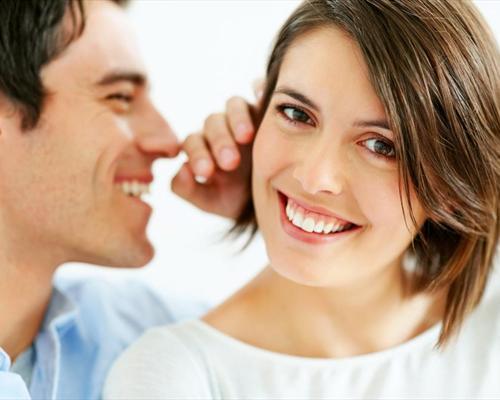 Женщины не выбирают мужчин с низким голосом для отношений