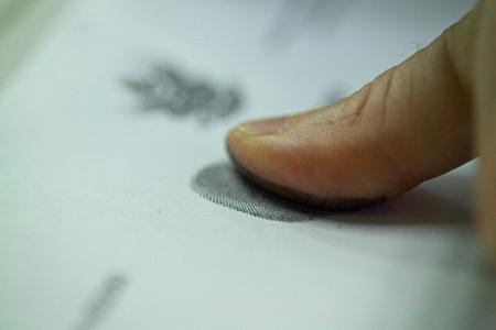 В загранпаспорт добавят отпечатки пальцев
