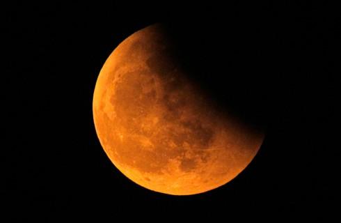 Полутеневое лунное затмение произойдет этой ночью